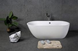 BELBAGNO BB203 Ванна акриловая отельностоящая овальная в комплекте со сливом-переливом цвета хром