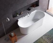 BELBAGNO BB409 Ванна акриловая отельностоящая овальная в комплекте со сливом-переливом цвета хром